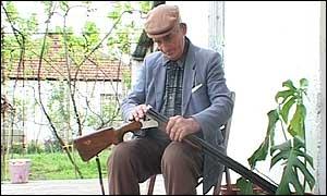 _1964397_gun300.jpg
