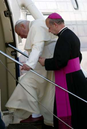 pope_going-home_26may2002.jpg